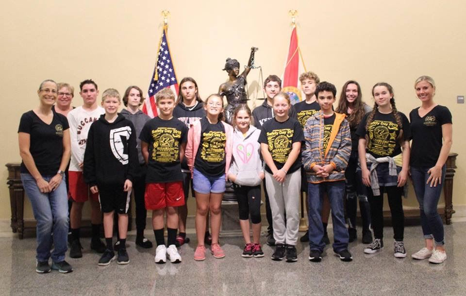 SLS students and teachers in the capital building